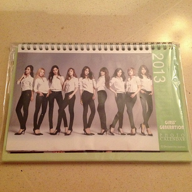 SNSD GREEN 2013 DESK CALENDAR FAN-MADE